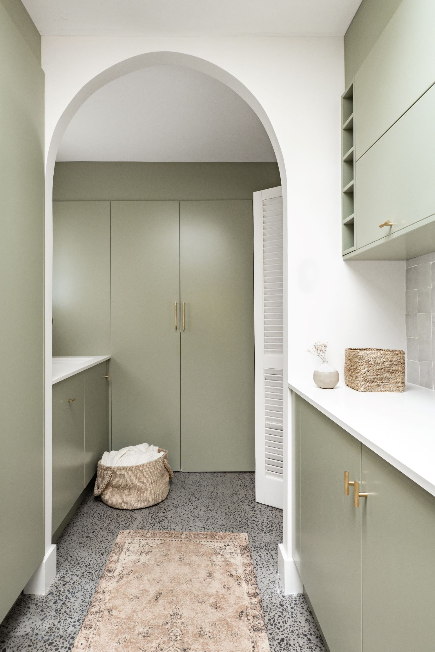 berkeley-vale-cottage-ama-studio-interiors-sage-kitchen