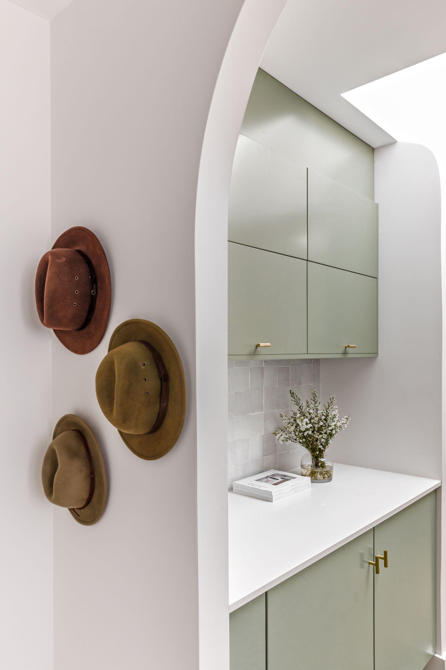 berkeley-vale-cottage-ama-studio-interiors-renovation-hat-rack-hooks