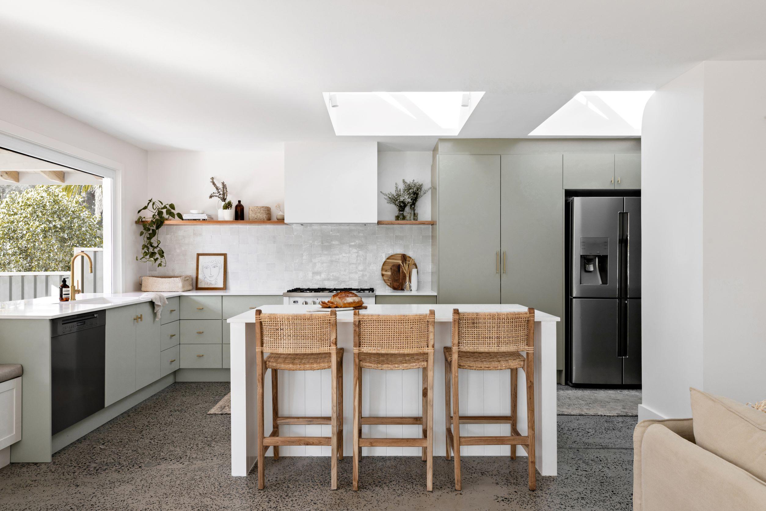 berkeley-vale-cottage-ama-studio-interiors-renovation-kitchen-skylight