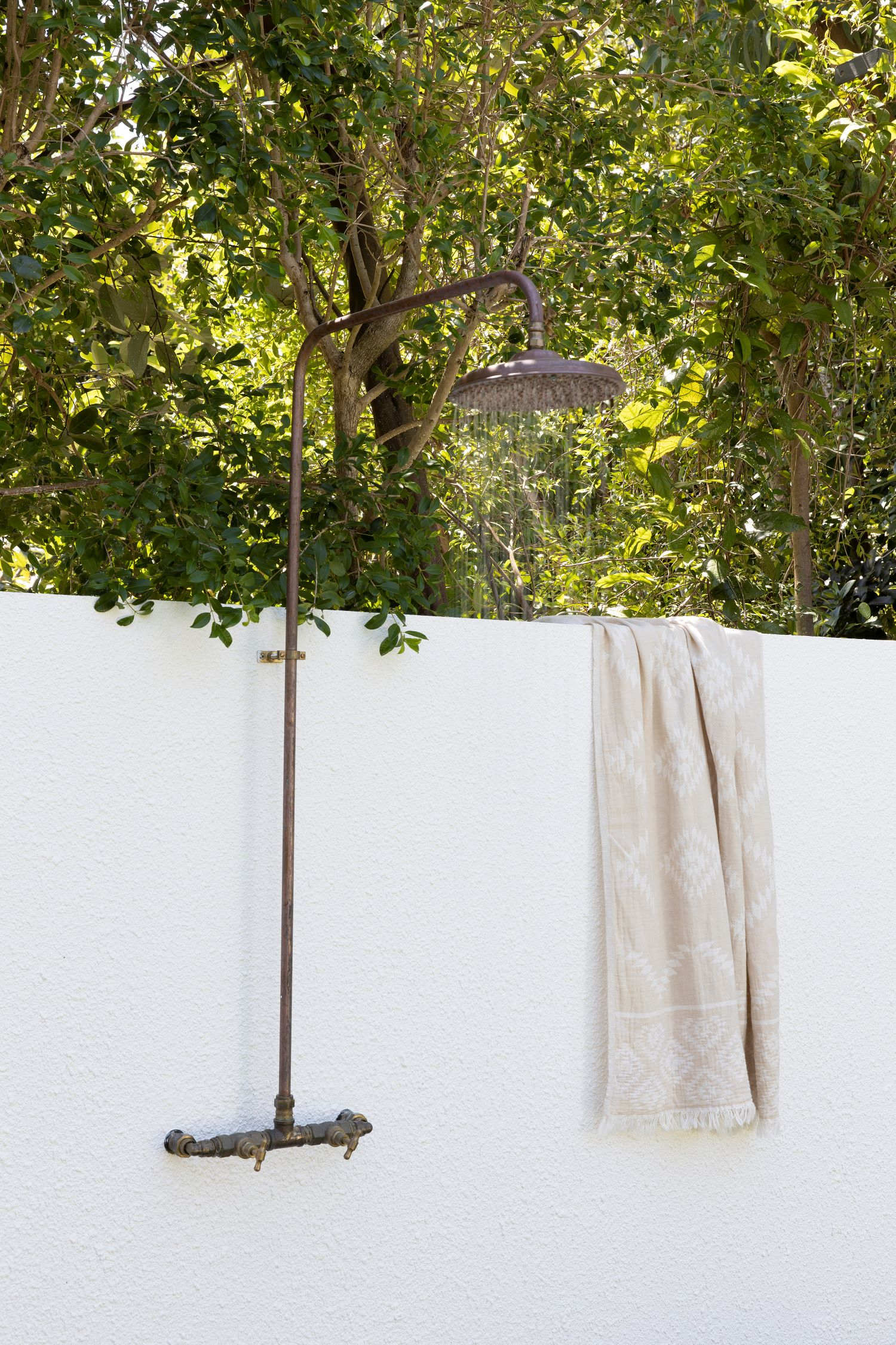 coastal style guide - outdoor shower