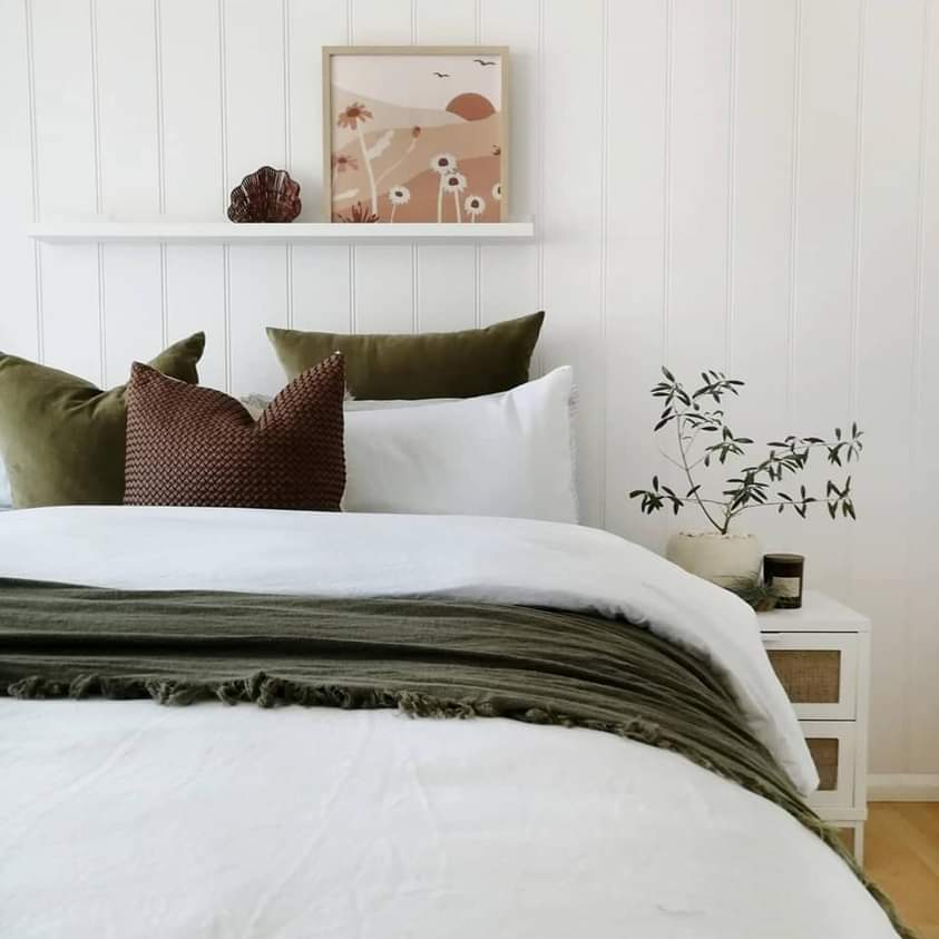 Zoe Gilpin from The DIY Decorator Styling Bed Styling