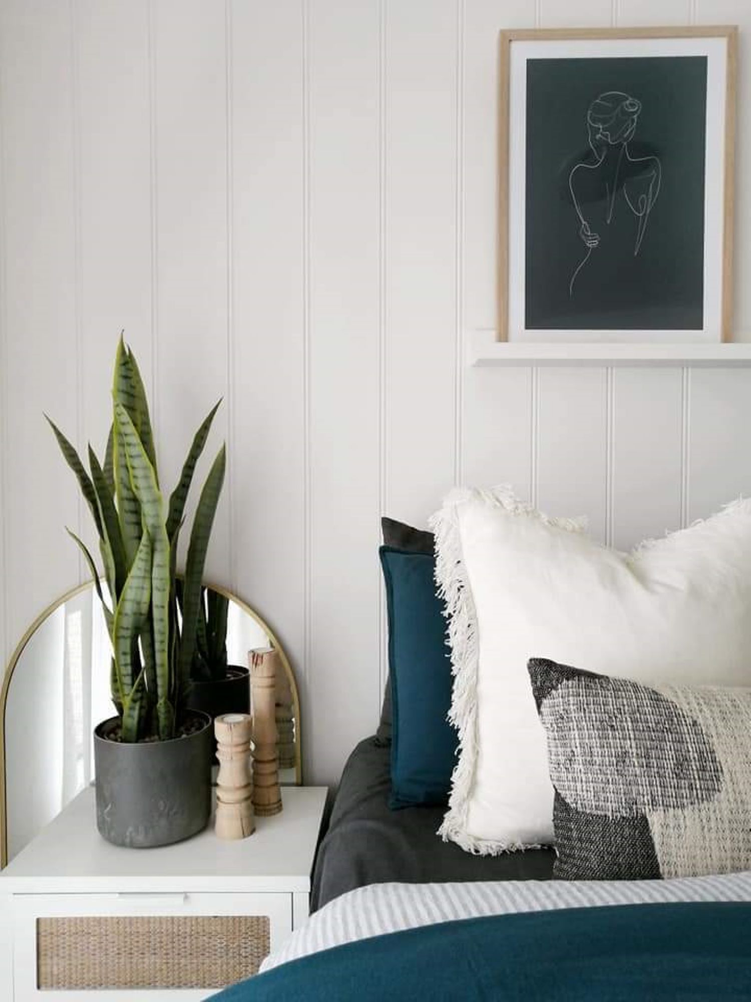 Zoe Gilpin from The DIY Decorator VJ Panelling Bedroom