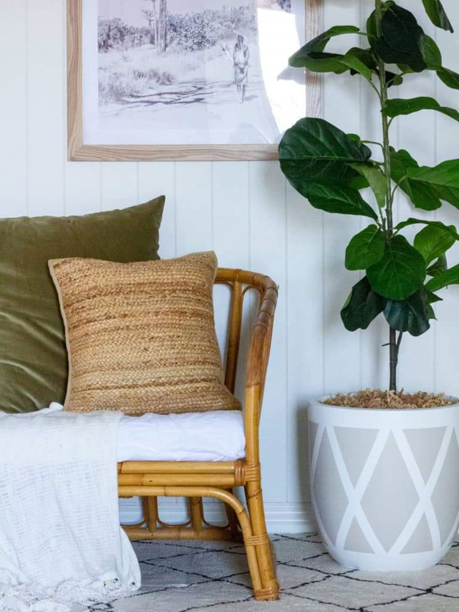 Zoe Gilpin from The DIY Decorator VJ Panelling Living Room