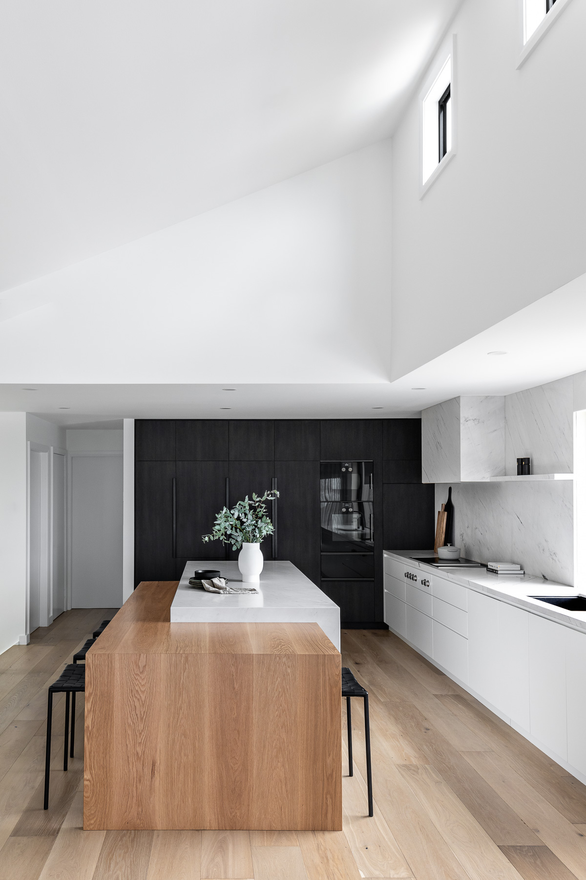 tameka-moffat-design-modern-kitchen-island-bench-dining-table
