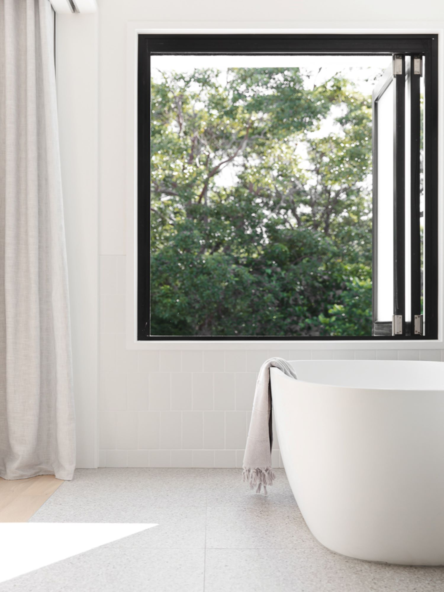 noa-by-the-beach-bathroom-freestanding-bath