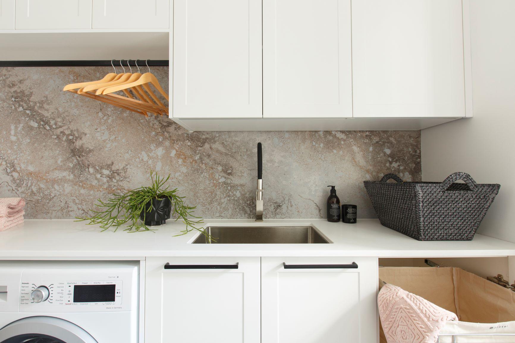 freedom-kitchens-laundry-hanging-rail